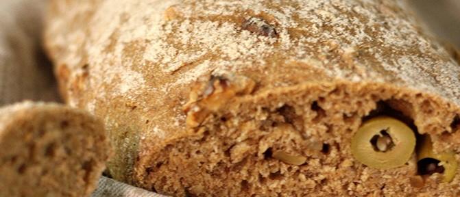 Ge-backen: Wallnuss-Oliven Brot